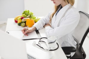Doctor prescripting diet plan